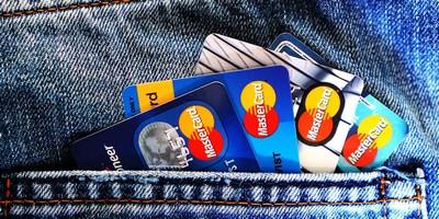 办信用卡的好处和坏处 具体情况如下